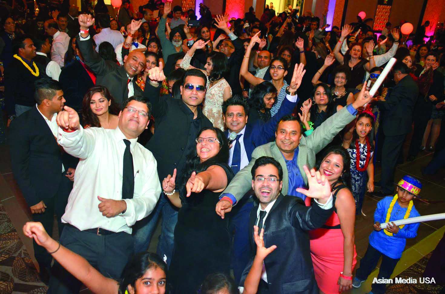 chicago-new-year-eve-masquerade-ball-attracts-many-from-midwest-2