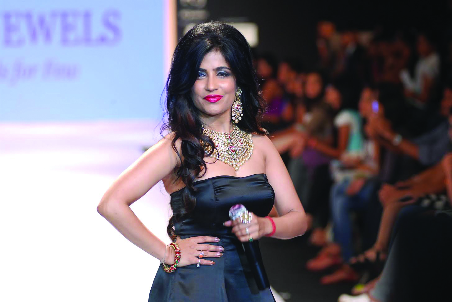 Singer Shibani Kashyap displays the jewellery by designer Alka Kumar during the India International Jewellery Week (IIJW) in Mumbai, on July 15, 2014. (Photo: IANS)