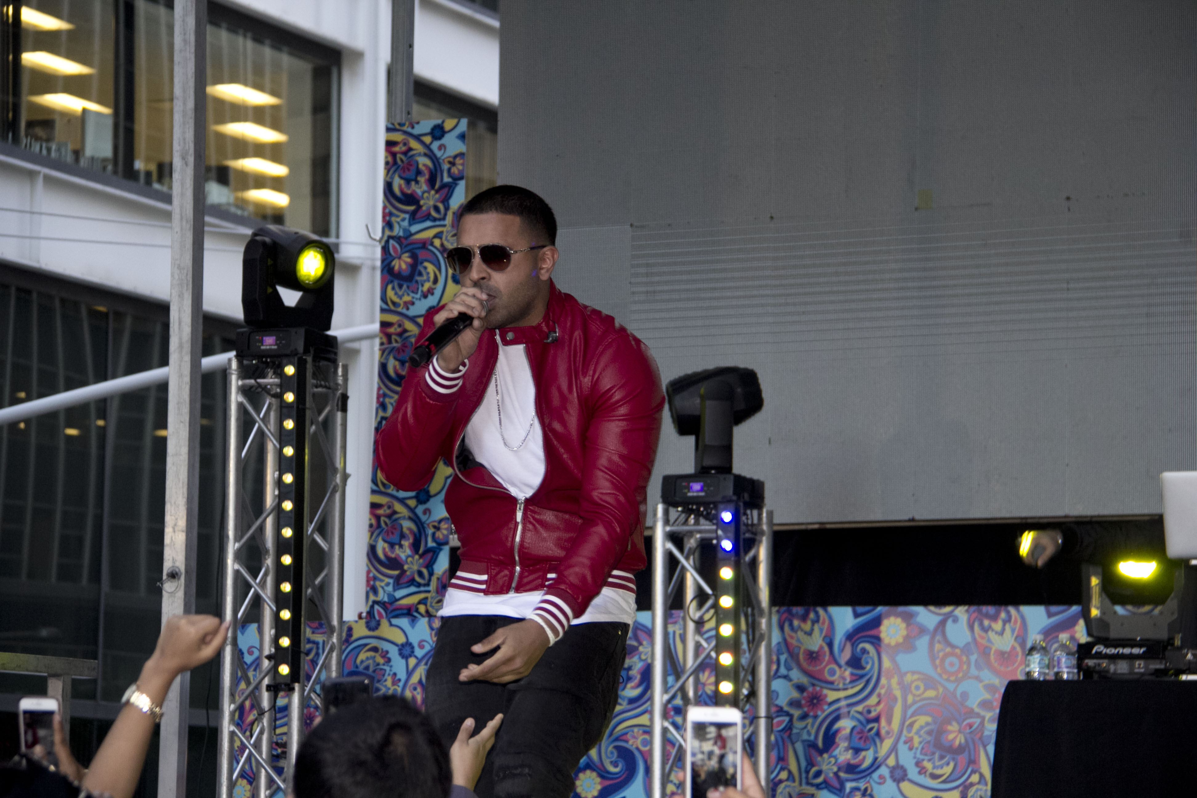 1aba9656ce British celebrity singer/songwriter Jay Sean Photo Credit: Peter Farreira.  Deepavali ...