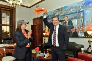 Kamala Harris visits Ted Cruz in his office upon the World Series victory of the Huston Astros (Courtesy: Twitter)
