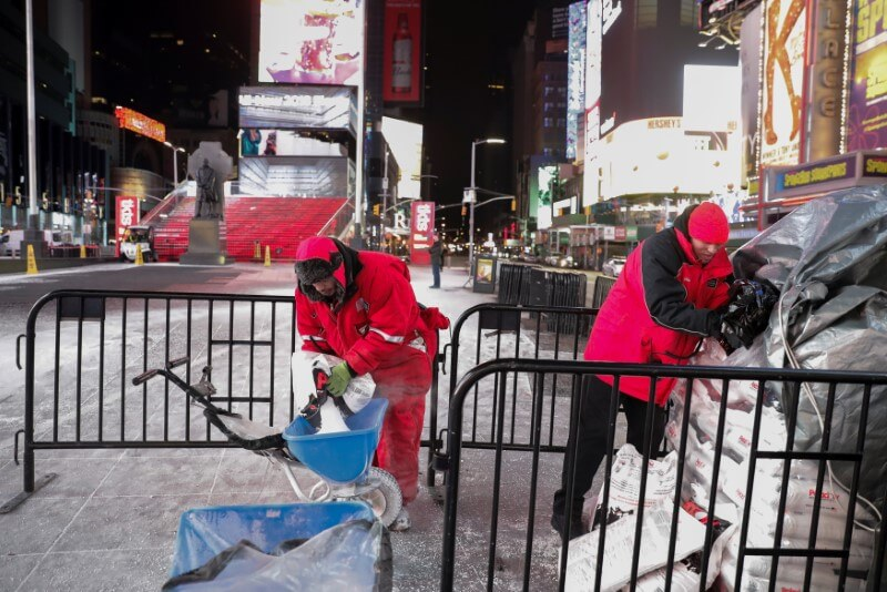 Major New York airports shut down during storm