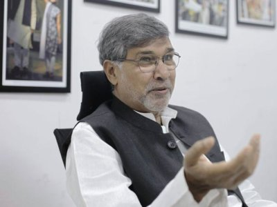 Nobel laureate Kailash Satyarthi speaks about human trafficking and modern slavery at a workshop run by the Thomson Reuters Foundation in New Delhi, India, March 5, 2018. THOMSON REUTERS FOUNDATION/Kieran Guilbert