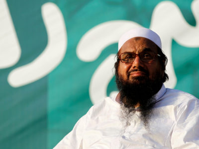 """Hafiz Muhammad Saeed, chief of the banned Islamic charity Jamat-ud-Dawa, looks over the crowed as they end a """"Kashmir Caravan"""" from Lahore with a protest in Islamabad, Pakistan July 20, 2016. REUTERS/Caren Firouz/File Photo"""
