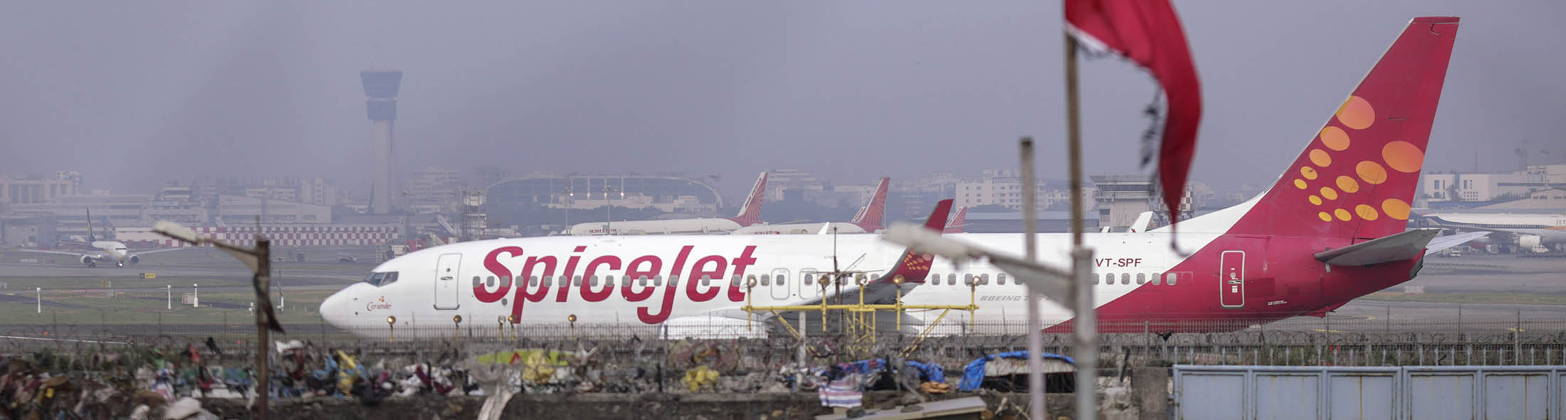 A Boeing 737 aircraft operated by SpiceJet taxies at Chhatrapati Shivaji International Airport in Mumbai, India, on Oct. 26, 2015. MUST CREDIT: Bloomberg photo by Dhiraj Singh.