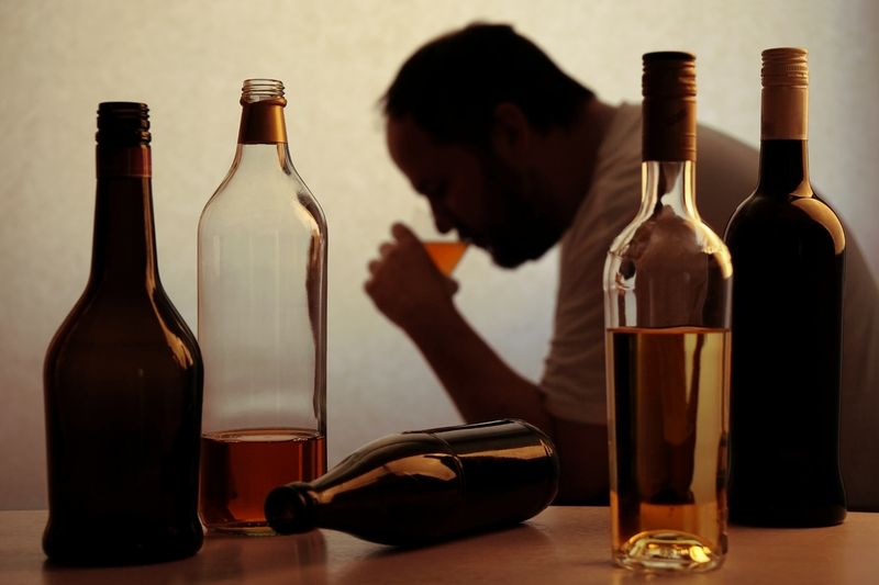 © Axel Bueckert | Dreamstime.com - Alcohol drinking problem