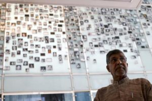FILE PHOTO: Indian 2014 Nobel Peace Prize laureate Kailash Satyarthi visits the Museum of Memory and Human Rights in Santiago, Chile, January 21, 2016. REUTERS/Ivan Alvarado/File Photo