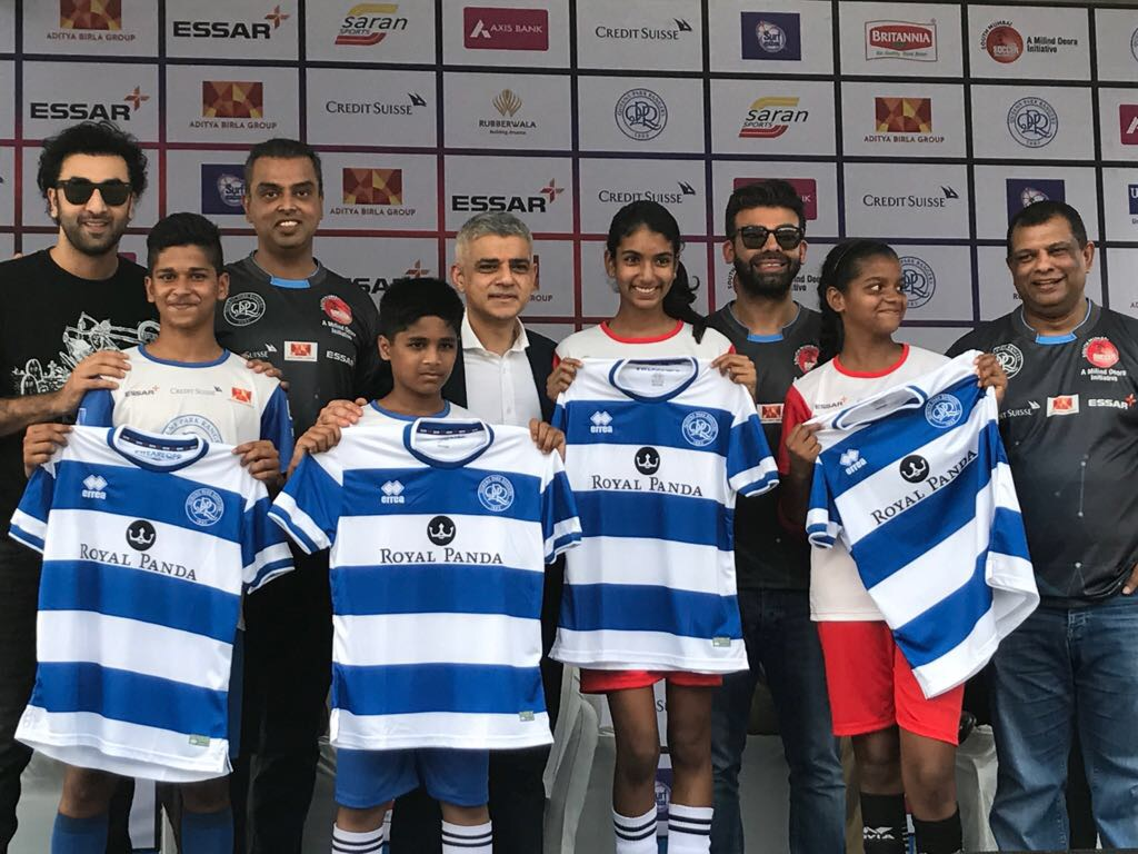 Sadiq Khan invites 4 young <b>soccer</b> players from India to train in ...