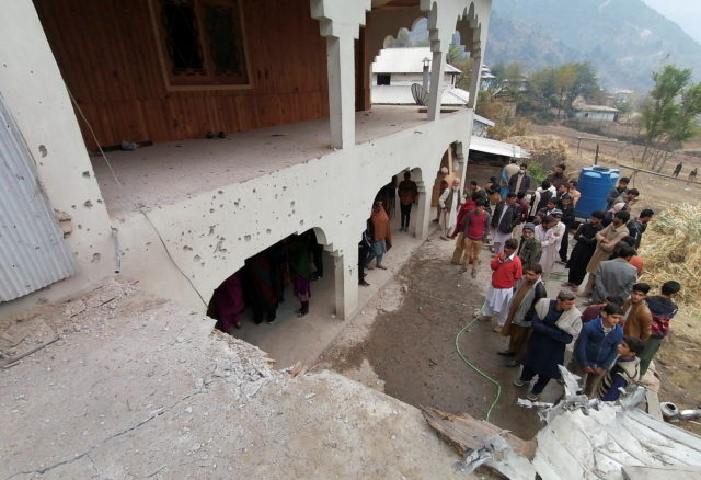 Indian and Pakistani Troops Exchange Fire, Killing 15