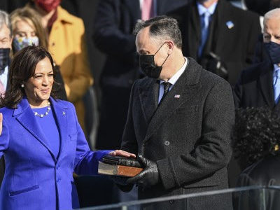 Vice President Kamala Harris being sworn in last Wednesday by Supreme Court Justice Sonia Sotomayor. MUST CREDIT: Washington Post photo by Jonathan Newton