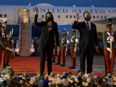 U.S. Vice President Kamala Harris and Guatemala's Foreign Minister Pedro Brolo wave upon her arrival at Guatemalan Air Force Central Command in Guatemala City June 7, 2021 Photo: Reuters /Carlos Barria