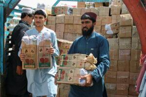 FILE PHOTO: Labourers unload boxes of pomegranates from Afghanistan, from a truck at the 'Friendship Gate' crossing point, in the Pakistan-Afghanistan border town of Chaman, Pakistan, September 7, 2021. REUTERS/Saeed Ali Achakzai/File Photo